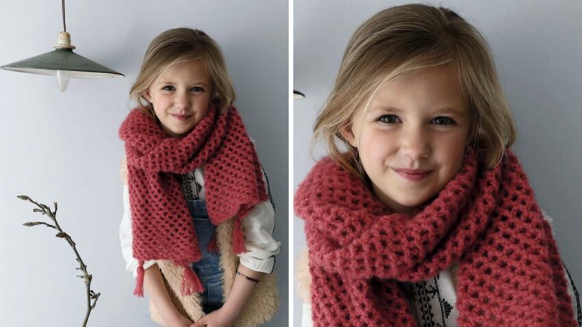 Crochet : notre tuto facile pour faire une écharpe pour enfant en arceaux ajourés