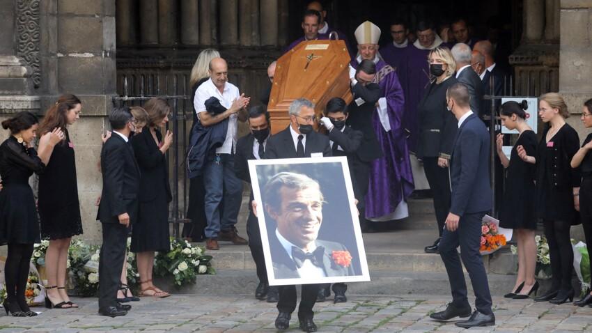 Hommage à Jean-Paul Belmondo : son cercueil bloqué dans un ascenseur aux Invalides