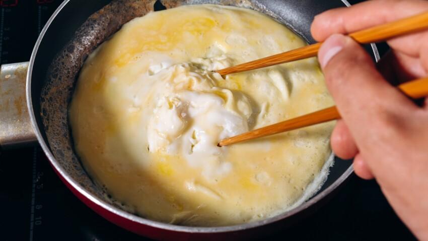 """""""Tous en cuisine"""" : la recette de l'omelette sucrée tornado, glace vanille de Cyril Lignac"""