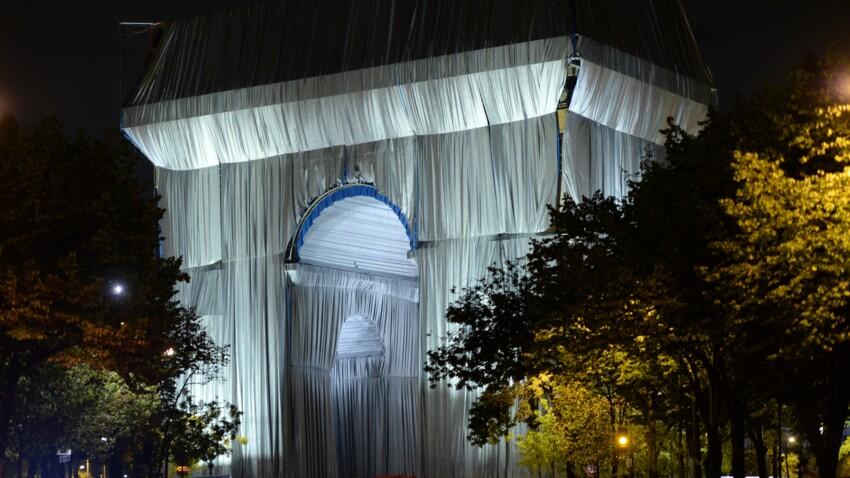 Empaquetage de l'Arc de Triomphe : les internautes n'apprécient pas du tout la transformation du monument