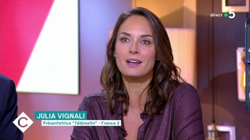 """Julia Vignali : ses rares confidences sur son compagnon Kad Merad qui a """"retrouvé une certaine liberté"""""""
