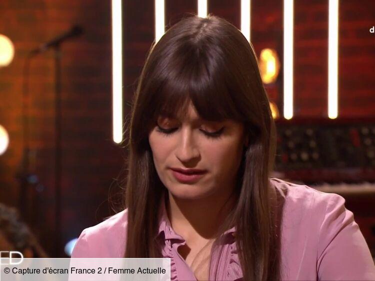 """""""On est en direct"""" : Clara Luciani très gênée après une question sur sa vie amoureuse"""