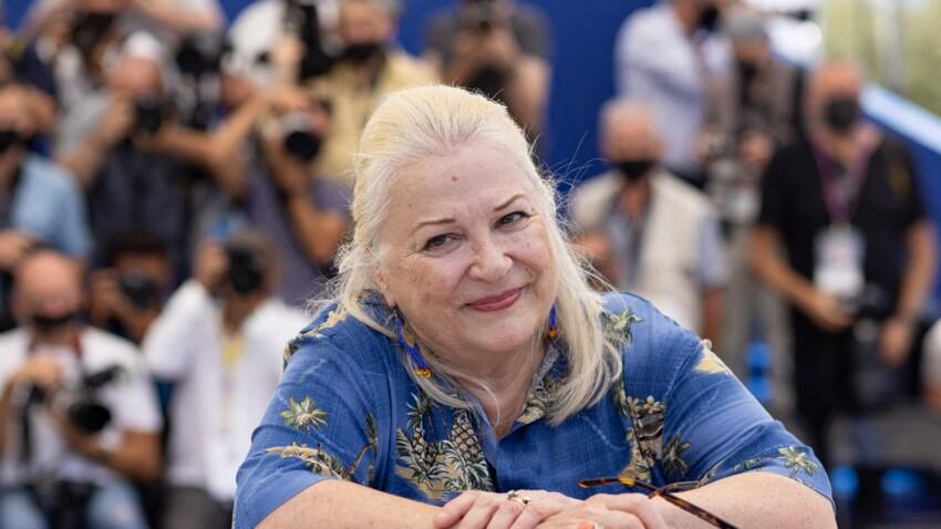 Jean-Paul Belmondo : Josiane Balasko dévoile un émouvant souvenir impliquant l'acteur... et Jean Rochefort