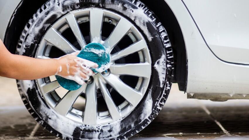 Pourquoi laver sa voiture devant chez soi est-il passible d'une amende ?