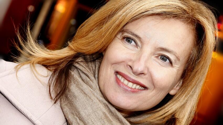 Valérie Trierweiler : méconnaissable en brune, elle dévoile ses cheveux au naturel