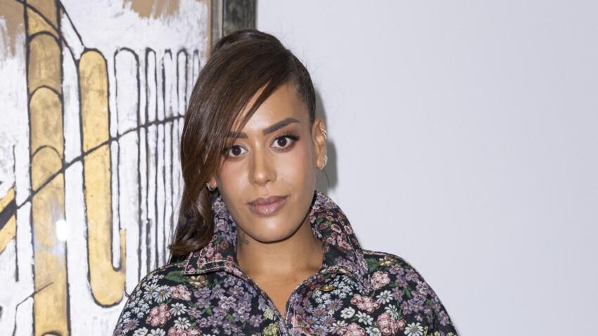 """Amel Bent : ce célèbre chanteur qu'elle aimerait voir devenir coach dans""""The Voice"""""""