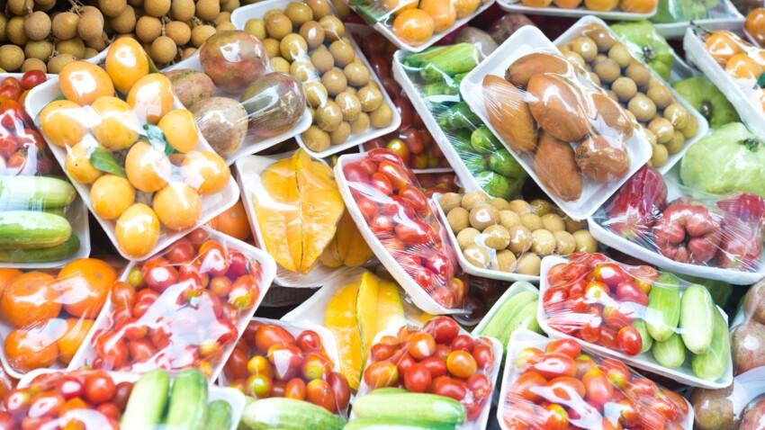 Bientôt plus d'emballage plastique pour les fruits et légumes ? Voici la liste !