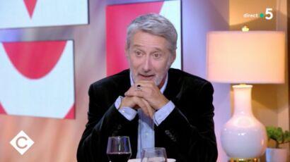 """""""José Garcia est vengé !"""" : la blague d'Anne-Élisabeth Lemoine à Antoine de Caunes dans """"C à vous"""""""