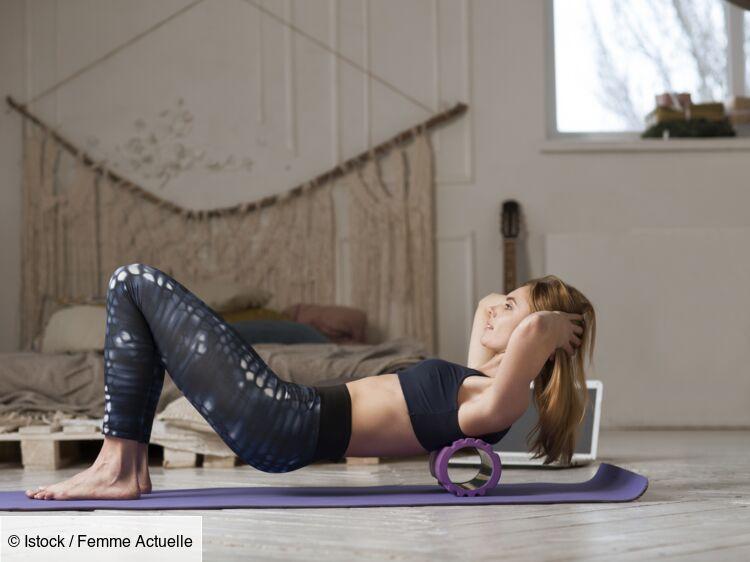 Renforcement musculaire, automassage : 7 exos à faire à la maison avec un rouleau de massage