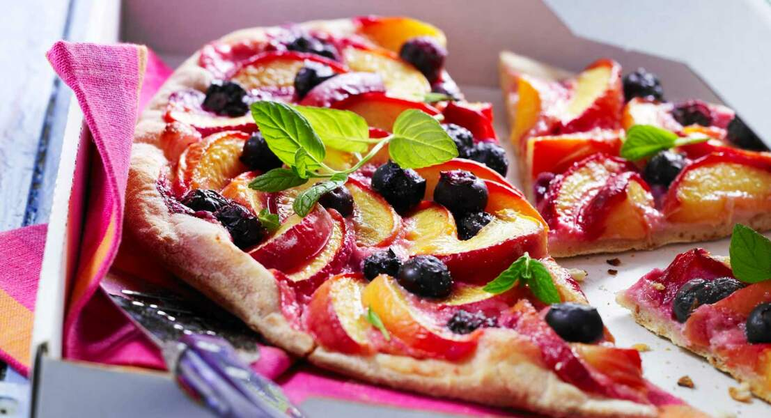 Pizza sucrée aux nectarines et myrtilles