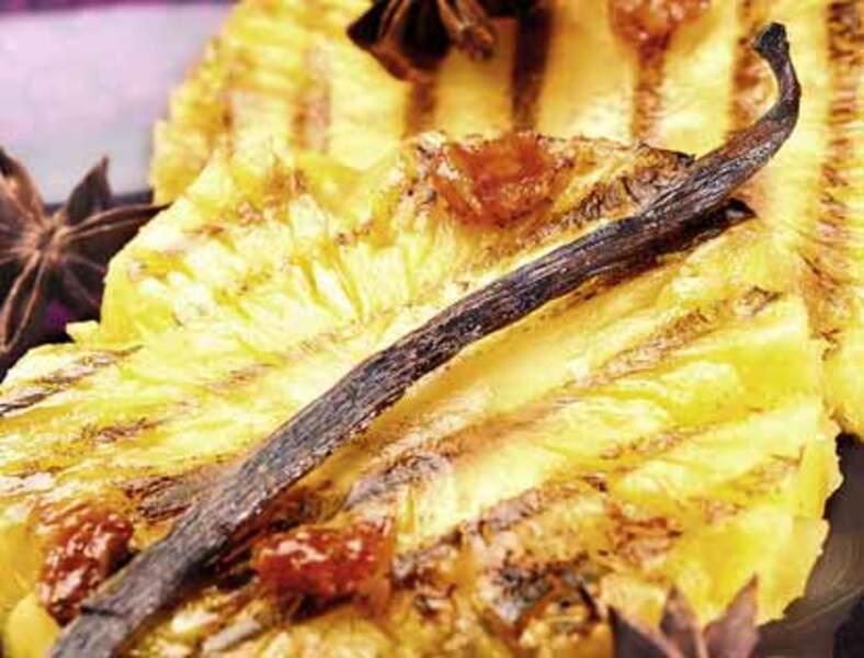 Lamelles d'ananas braisé, crème de coco et citron vert
