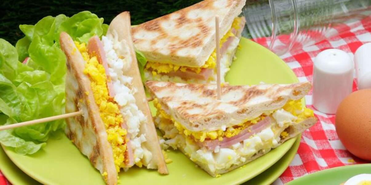 Club sandwich au jambon et œufs mimosa