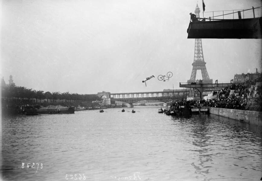 Delbord plongeant à bicyclette au Championnat de France de plongeon, 22 juin 1913.