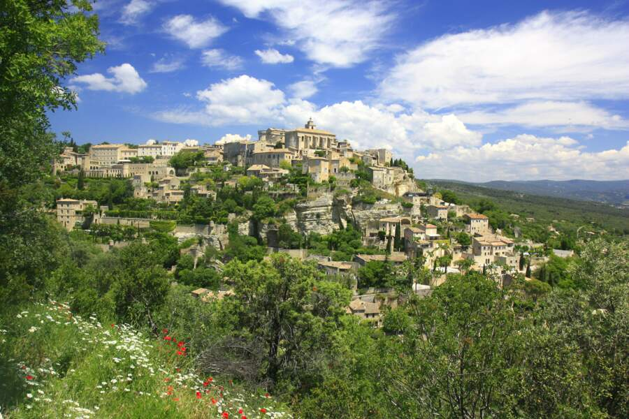Gordes, cité du Vaucluse qui a inspiré de nombreux artistes dont Chagall et Vasarely