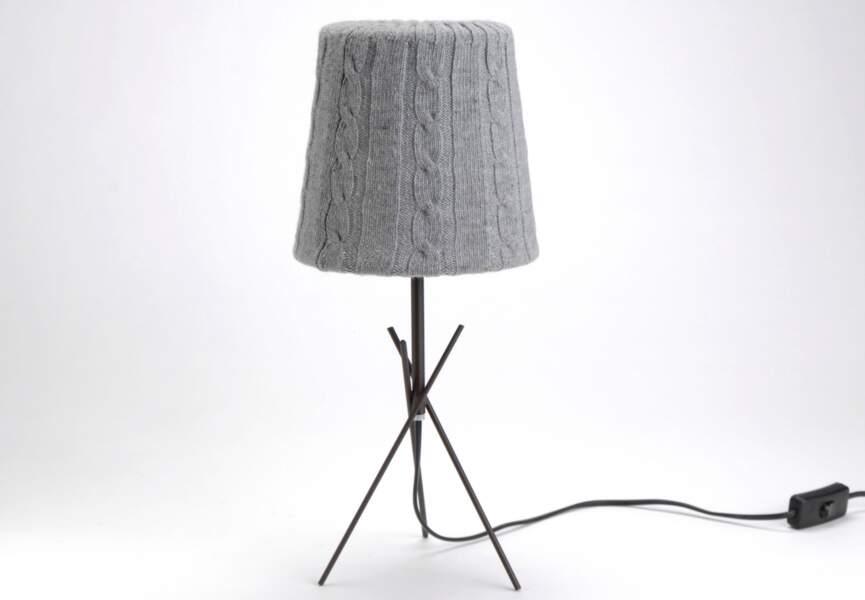 Lampe tricotée