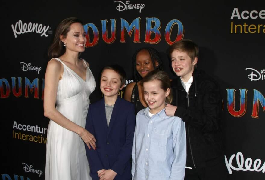 Angelina Jolie et ses enfants Zahara, Shiloh, Vivienne et Knox Jolie-Pitt arrivent à la première de Dumbo