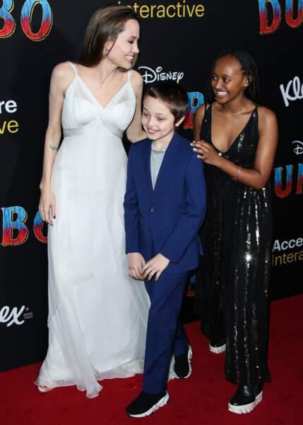 Angelina Jolie avec Knox Léon (10 ans) et Zahara (14 ans) à l'avant-première de Dumbo