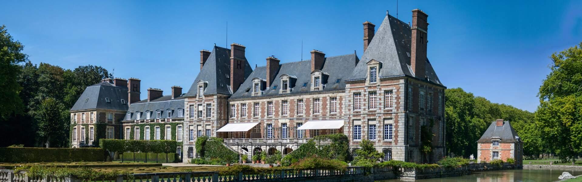 Courances et son château typique de l'époque Louis XIII, en Ile-de-France