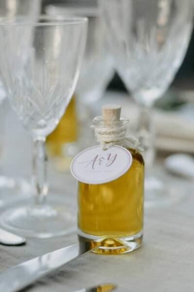 Une petite bouteille d'huile d'olive