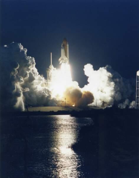 Décollage de nuit de la navette spatiale Discovery (1994)