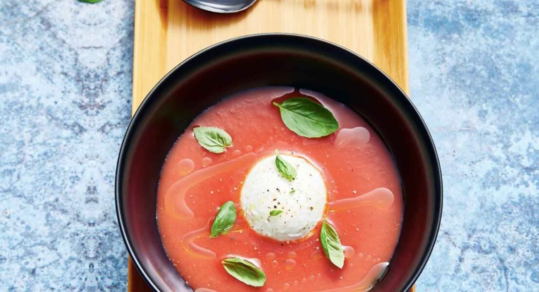 Soupe de tomates coeur de boeuf glacées et burrata