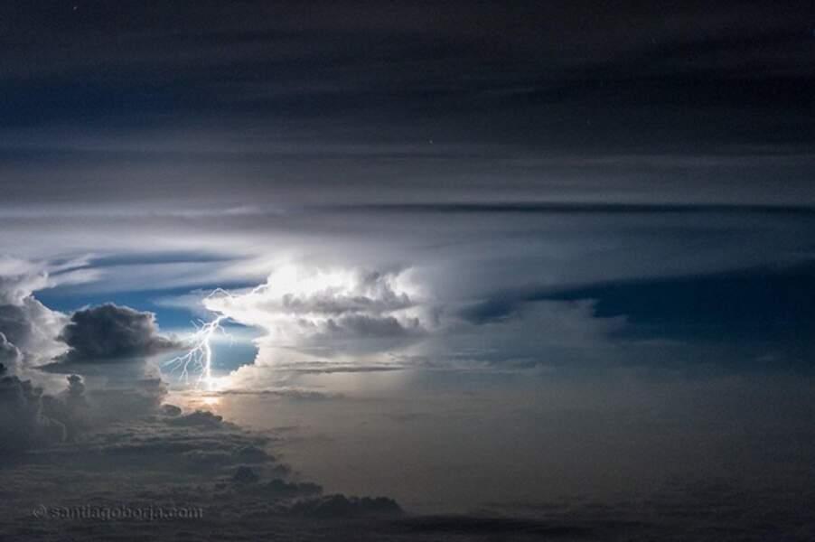 Il photographie nuages, tempêtes et orages