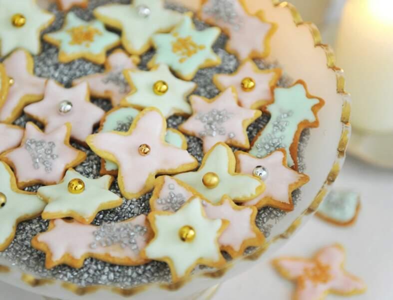 Des sablés de Noël décorés au glaçage