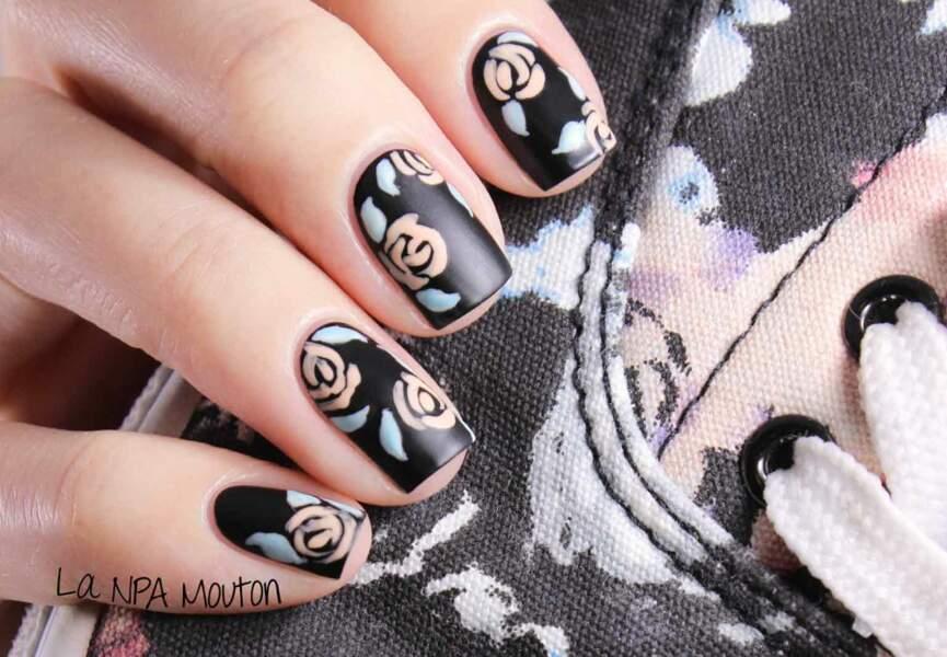 Nail art, les roses stylisées