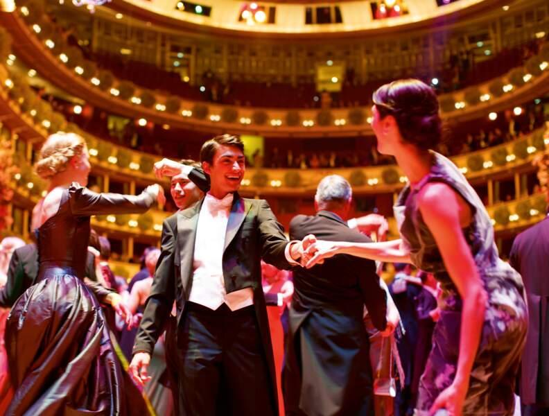 Bal à l'Opéra de Vienne.