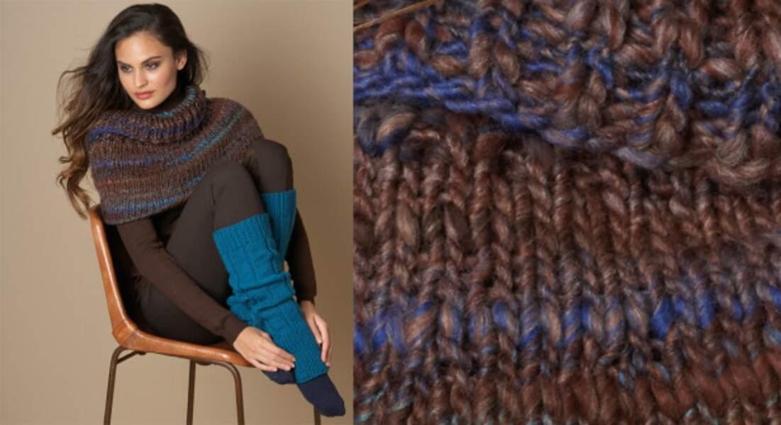 La cape courte en jersey marron et bleue