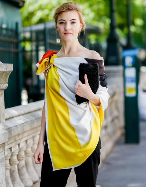 Paris Fashion Week Street Style : la blouse drapée