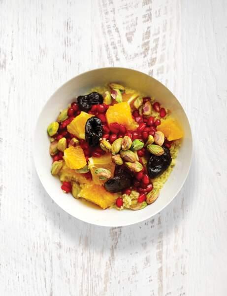 Bol vitaminé : Grenade, orange, couscous, pruneaux et pistaches