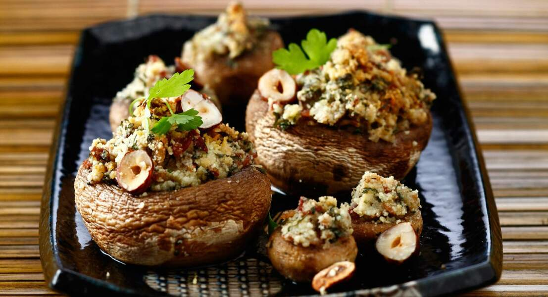 Champignons farcis au jambon cru et aux noisettes