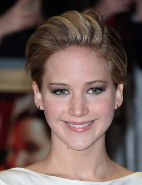 La coupe courte garçonne longue de Jennifer Lawrence