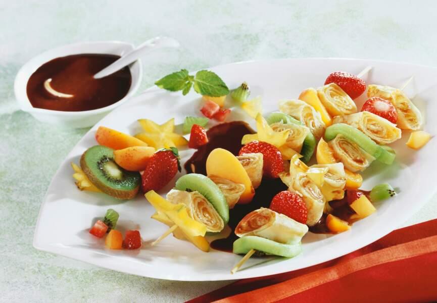 Brochettes de crêpes aux fruits
