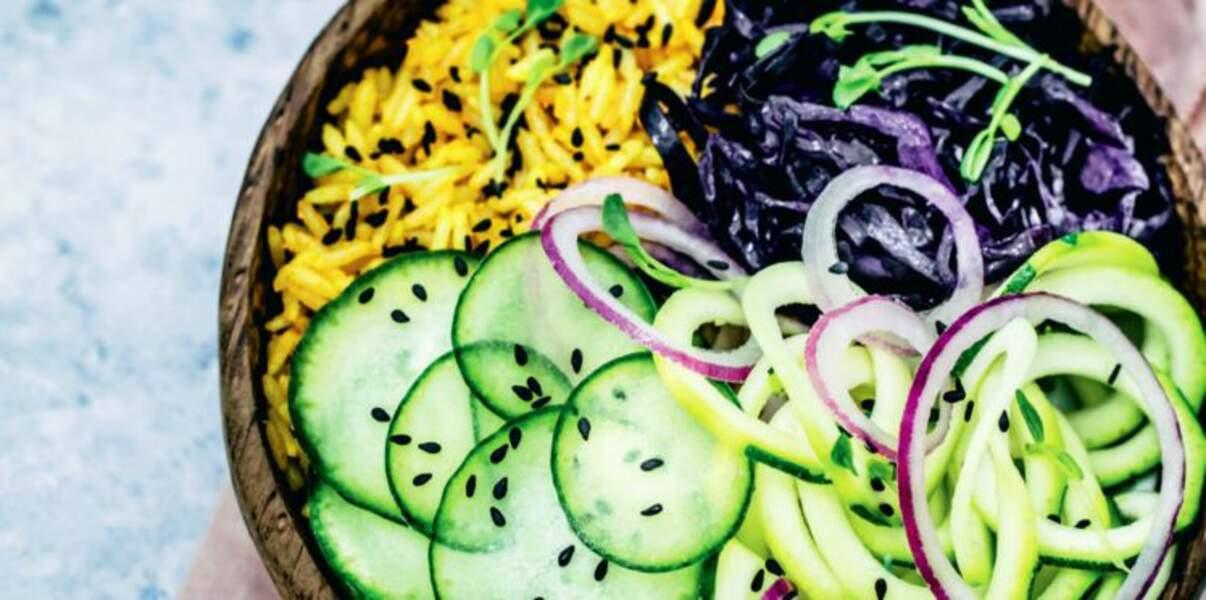 Riz basmati au curry, courgette, concombre et chou rouge