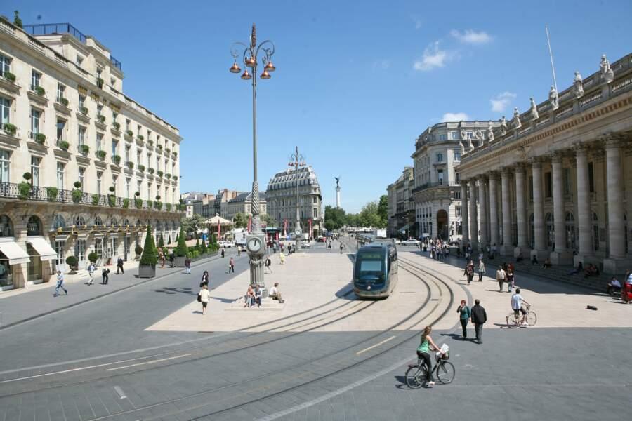 Place de la Comédie avec le tram