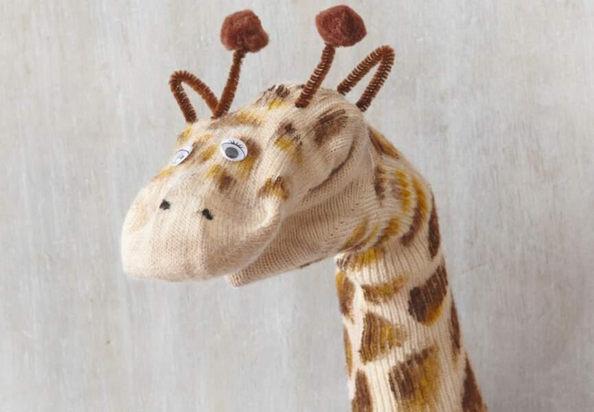 Une marionnette girafe