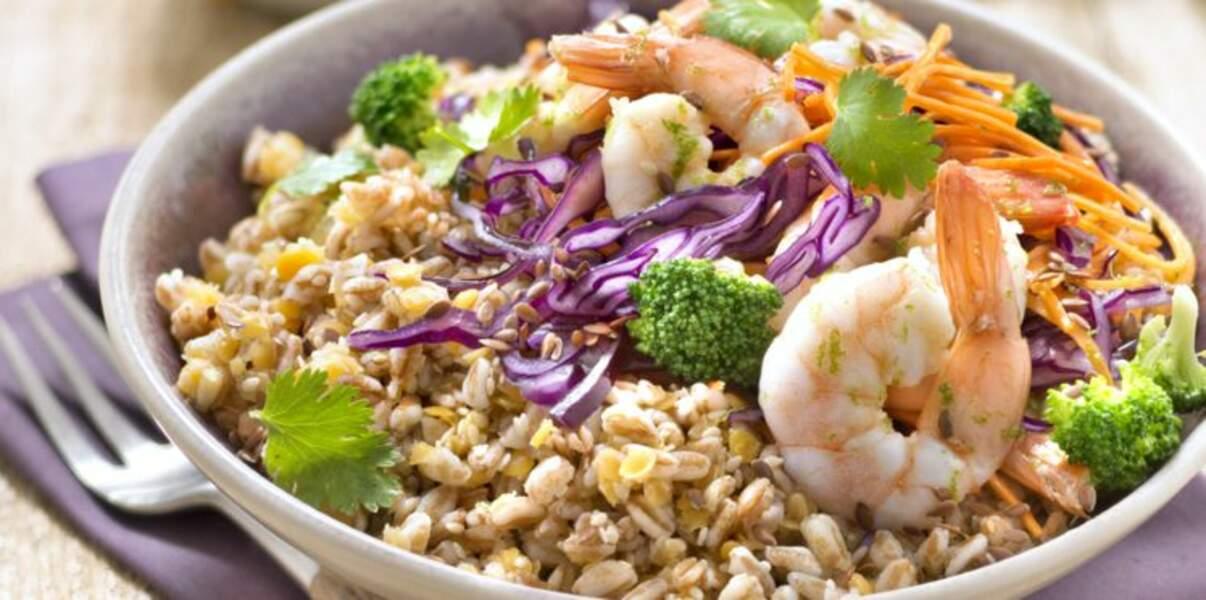 Bowl épeautre, lentilles corail, sésame, crevettes et chou rouge