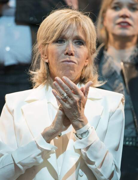 Brigitte Macron : la frange rideau
