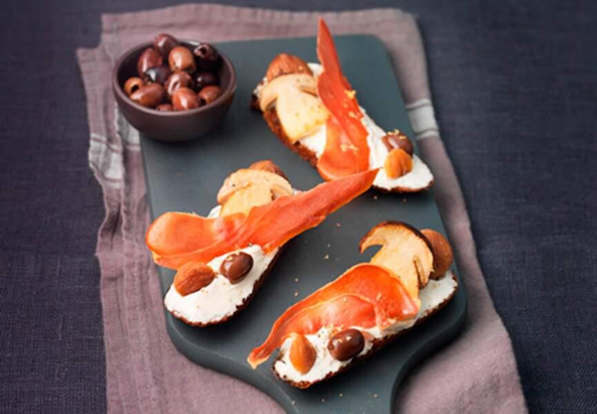 Menu light - Bruschetta de cèpes au St Môret, olives et jambon de Parme