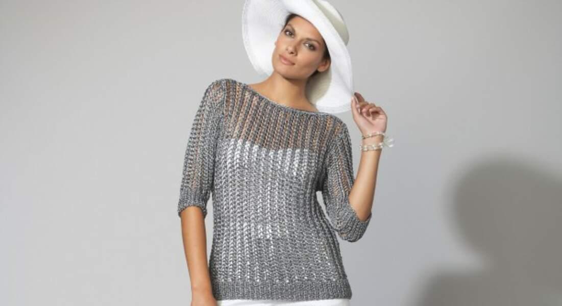 Un pull gris ajouré