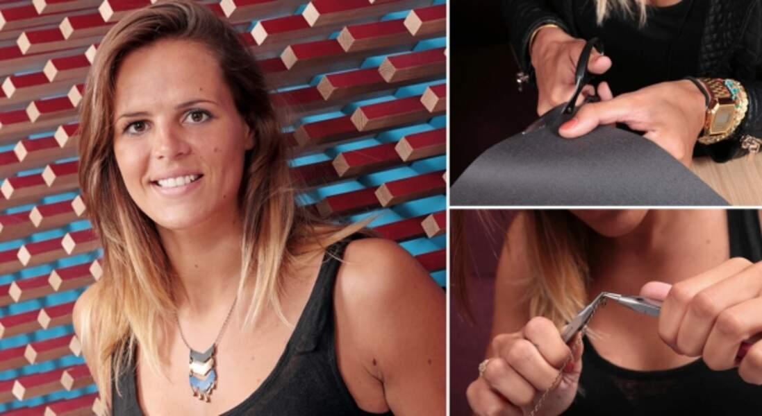 Un collier en simili cuir