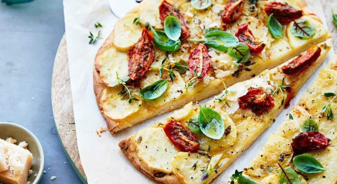 Pizza aux pommes de terre et tomates confites