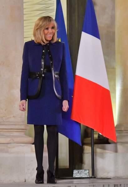 Brigitte Macron en bleu cobalt
