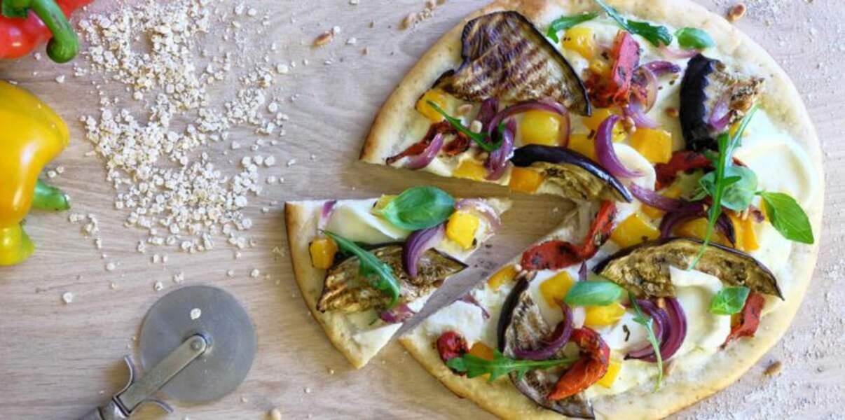 Pizza blanche aux céréales et légumes grillés