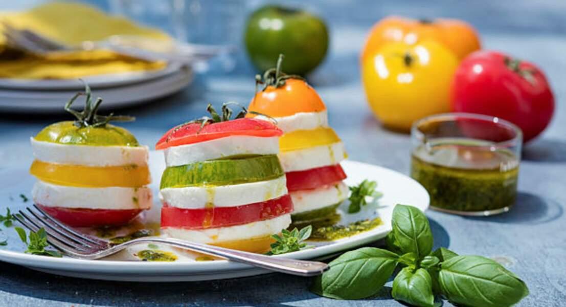Tomates-mozzarella en millefeuille