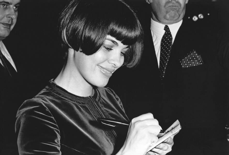 Le bob de Mireille Mathieu