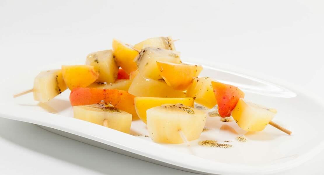 Brochettes de kiwi jaune, abricots à la vanille