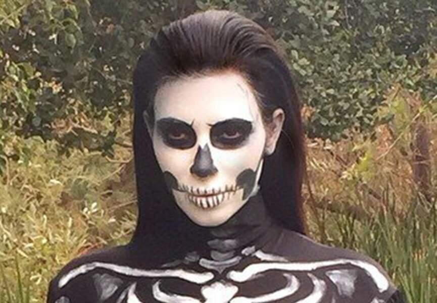 Le look skeleton de Kim Kardashian